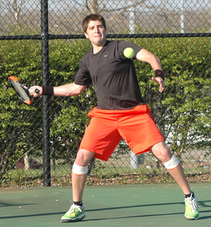 Carlos del Valle, a senior on the men's tennis team, has been clutch in several matches recently.