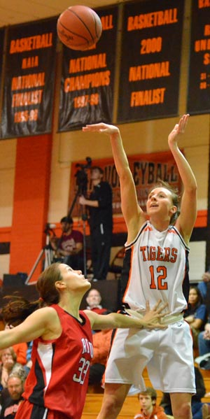 Jessica Waddle celebrated her 22nd birthday with 19 points against Rio Grande. Photo by Richard Davis