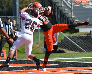 Logan Crockett makes a one-handed touchdown grab. Photo by Richard Davis.